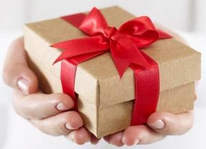 რა ვაჩუქო? 10 პრაქტიკული და საკმაოდ იაფი საჩუქარი, რომელიც ყველას გაახარებს