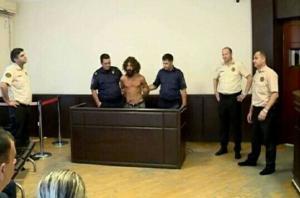 სასამართლომ ალი და ნინოს ძეგლზე ამძვრალ კაცს 12-დღიანი პატიმრობა მიუსაჯა