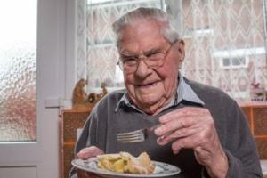 უხუცესი ამტკიცებს, რომ სიცოცხლის ხანგრძლივობის საიდუმლო ტკბილეულშია