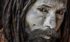 აგჰორები,  ინდუსების ასკეტური რელიგიური სექტა, რომელზე ინფორმაციაც შემზარავია თავისი შინაარსით