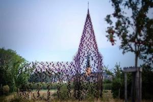 მშენებლობის ტექნოლოგიური საოცრება-უხილავი ეკლესია ნებისმიერს გააოცებს
