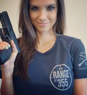 გოგოები და იარაღი