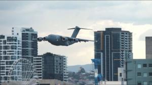 ავიაშოუმ ავსტრალიაში ქალაქის მოსახლეობა პანიკაში ჩააგდო(ვიდეო)