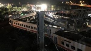 ტაივანში მატარებელი ლიანდაგიდან გადავარდა
