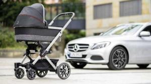 ამ ბავშვის ეტლებს Mercedes AMG ბორბლები აქვს და დაახლოებით 2 ათასი ევრო ღირს