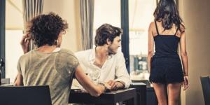 TOP 5 მამაკაცი, რომლებიც უცხო ქალებს ათვალიერებენ პარტნიორთან ერთად ყოფნისას - ზოდიაქოს ნიშნის მიხედვით