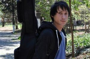 გარდაცვლილი ქუჩის მუსიკოსი უპატრონო მოხუცებულებზე ზრუნავდა