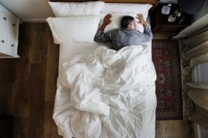 კვლევებმა აჩვენა, რომ ადამიანები, რომლებსაც  დღეში 8 საათზე მეტი სძინავთ, ინსულტისა და სიკვდილის რისკს 41%-მდე ზრდიან