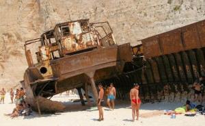 ნავაგიოს პლაჟი ბერძნულ კუნძულ ზაკინტოსზე ათასობით ტურისტს იზიდავს და რატომ, ამას სტატიიდან გაიგებთ