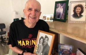 93 წლის კაცი დღეში სამ ავტობუსს იცვლის,რომ საყვარელი ცოლის საფლავი მოინახულოს
