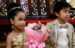 ტაილანდში 6 წლის ტყუპი და-ძმა ერთმანეთზე დააქორწინეს