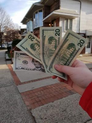 """""""ვინც ფიქრობს რა მაგარია ამერიკა, მართლა 100 დოლარი გაქვს დღეში?ფოტოზე ხედავთ ჩემს ხელფასს და სახლს, რომელიც დავალაგე…""""-ემიგრანტის წერილი"""