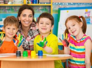 """შემთხვევა საბავშვო ბაღში: ''ეს ჩემი """"ბათინკები"""" არ არის! აღმზრდელმა სიმწრისგან ენაზე იკბინა, რათა ბავშვისთვის არ ეყვირა..''"""