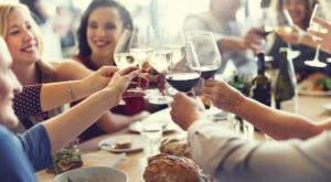 მეცნიერებმა დაასკვნეს, რომ მცირე დოზით მიღებული ღვინო უცხო ენაზე საუბარში გვეხმარება