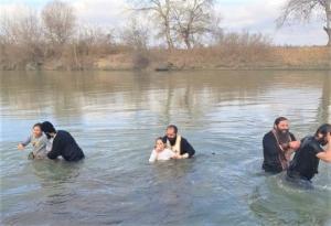 დედოფლისწყაროში მდინარე ალაზანში ნათლობისა და განბანვის რიტუალი ჩატარდა