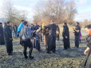 დედოფლისწყაროში 11 ადამიანი მდინარე ალაზანზე გაქრისტიანდა