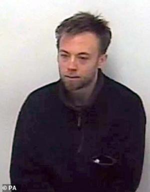 ბრიტანელ დამნაშავეს, რომელიც საქართველოში ჩამოფრინდა, ინტერპოლი ეძებს - მპოვნელს £25 000გირვანქასტერლინგი