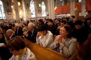 იტალიელ კათოლიკეთა უმრავლესობა მარიამ ღვთისმშობელს სთხოვს დახმარებას