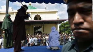 ქორწინების გარეშე ურთიერთობის გამო ინდონეზიაში 18 წლის სტუდენტები საჯაროდ გაროზგეს