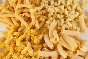 ძალიან მარტივი მაკარონის სალათი რომლის მოსამზადებლად სულ რაღაც 30 წუთი დაგჭირდებათ...