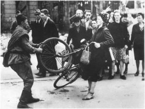 რუსი ჯარისკაცი და გერმანელი ქალი - ერთი ფოტოს ისტორია