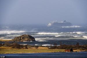 ნორვეგიის საკრუიზო გემზე, სადაც 1300 ადამიანი იმყოფებოდა, ევაკუაცია გამოცხადდა ( + ფოტოები და ვიდეო )