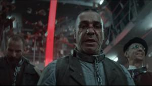 """Rammstein -ის კლიპში ნაცისტები ხოცავენ ებრაელებს ლოზუნგით """"გერმანია უპირველეს ყოვლისა""""(ვიდეო)"""