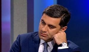 """ირაკლი ოქრუაშვილი, პოლიტიკოსი თუ ამბიციური პირი, რომელიც პოლიტიკოსის და სამშობლოზე შეყვარებული """"გმირის"""" როლს თამაშობს"""