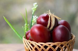 რატომ ღებავენ წითელ პარასკევს კვერცხებს წითლად? ამ დღის ერთმანეთისთვის მილოცვა - შეცდომაა!