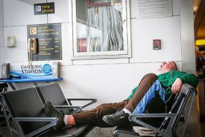 10 ადამიანი, რომელიც დიდი ხნის განმავლობაში ცხოვრობდა ან დღემდე ცხოვრობს აეროპორტში