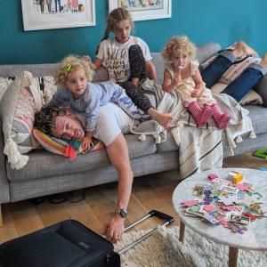 როცა ოთხი ქალიშვილის მამა ხარ... (+სახალისო ფოტოები)