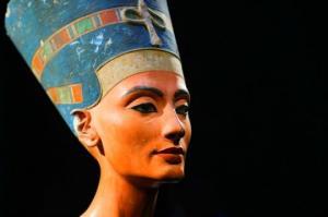 """რას ნიშნავს სახელი """"ნეფერტიტი"""" - ეგვიპტის ყველაზე იდუმალი დედოფლის საოცარი ისტორია"""