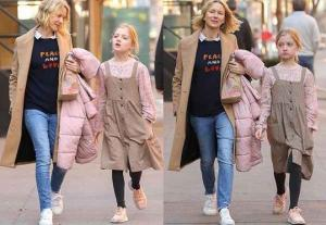 ჰოლივუდის მსახიობ ნაომი უოტსის შვილი ბიჭია თუ გოგო ვერ მიხვდებით, რადგან კაბით დადის, გოგოს ჰგავს, მაგრამ რეალურად ბიჭია
