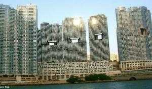 ჰონგ-კონგის ცათამბჯენებში კვადრატული ხვრელების არსებობის უცნაური მიზეზი