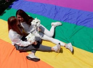 მას შემდეგ რაც ტაივანში დააკანონეს ერთსქესიანთა ქორწინება, ტაიბეის ქორწინების სახლებს ათასობით წყვილი მიაწყდა ჯერჯერობით აზიური ქვეყნებიდან