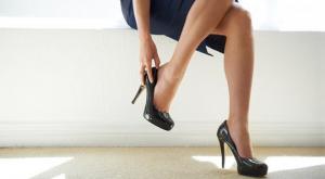 იაპონიის ხელისუფლება ქალებს  ქუსლიანი ფეხსაცმლის ტარებას აიძულებს
