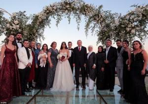 ფეხბურთის ლეგენდა მესუთ იოზილს ქორწილში მეჯვარედ თურქეთის პრეზიდენტი ჰყავდა მოწვეული  ( + ფოტოები )