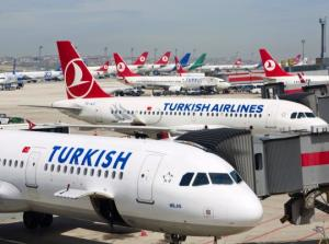 Turkish Airlines რეისზე მგზავრმა თავით მინის გატეხვა სცადა