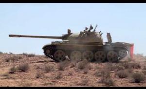 """ლიბიაში სამთავრობო არმიის """"Т-55""""-ის საწვავის ავზს მართვადი ტანკსაწინააღმდეგო რაკეტა მოხვდა, შედეგს ვიდეოში ნახავთ"""