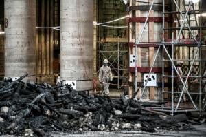 პარიზის ღვთისმშობლის ტაძარი ხანძრიდან სამი თვის შემდეგ (19 ფოტო)