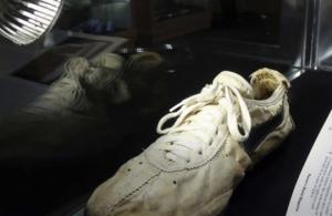 ამერიკაში ფეხსაცმელები 437,5 ათას დოლარად გაიყიდა