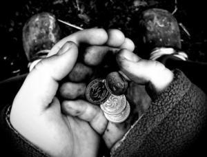 სიღარიბის მშობელი მენტალიტეტია და არა ყოფა - 4 ნიშანი იმის, რომ მისი ფესვები ფსიქიკაშია
