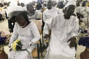 ქორწინება არასდროსაა გვიან.  96 წლის მამაკაცი 93 წლის შეყვარებულზე დაქორწინდა