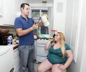 ბოიფრენდის გამო გოგონამ წონაში მატება დაიწყო და ის უკვე 110 კილოა.