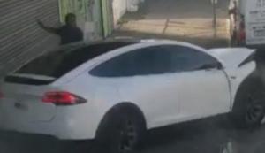 """Tesla""-ს ელექტოკარმა ამჟამად პუერტო-რიკოში აურია და მძღოლისგან დამოუკიდებლად პარკირებისას ავარიაც მოახდინა"