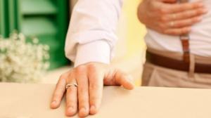 ინდონეზიელი მამაკაცი ორ ქალზე დაქორწინდა, რომელიმე მათგანს რომ არ სწყენოდა