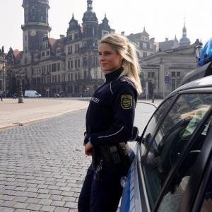 როგორ გამოიყურება ყველაზე ლამაზი ქალი პოლიციელი