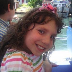 """ცოლ-ქმარმა იშვილა 6 წლის გოგონა, რომელიც სინამდვილეში 22 წლის """"მანიაკი"""" აღმოჩნდა!"""