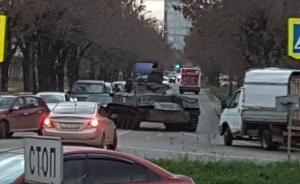 რუსეთის ქალაქ კოსტრომაში მედესანტეთა საბრძოლო მანქანა საპირისპირო მხარეს  გადავიდა და მანქანას დაეჯახა