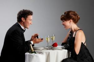კაცი მთელი წელი აგროვებდა მოჭრილ ფრჩხილებს, რომ საქორწინო ბეჭედი დაემზადებინა